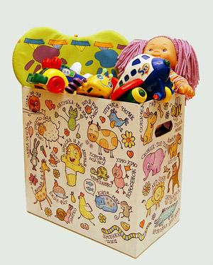 Пластиковые игрушки в коробке
